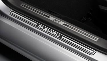 Seuils de portes chromés Subaru
